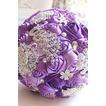 Décoration perle violet diamond wedding mariage photo mise en page créative tenant des fleurs