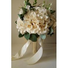 Les nouvelles fleurs 2017 tenue beiges robe blanches main dans la main
