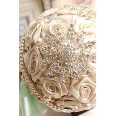 Diamant perle mariage photo agencement décoration idées mariage tenant des fleurs