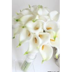 La mariée est titulaire d'une main de fille de fleur de fleur demoiselle d'honneur simulation bouquet