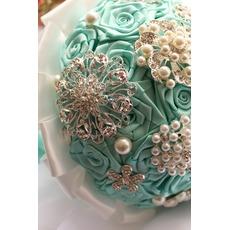 Diamant perle main dans la main du ruban fleurs bouquet de la mariée ruban rose avec fleur