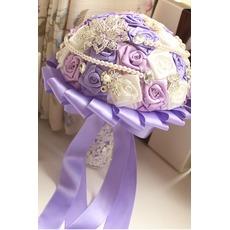 Fleurs prendre main perle de diamant violet thème mariage mariée bouquet de roses