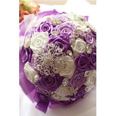 Le ruban de ruban de couleur de perle rose ruban de mariée tenant des fleurs