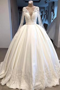 Robe de mariée Col en V Foncé Col en V Poire Bouton Perspectif Train de balayage