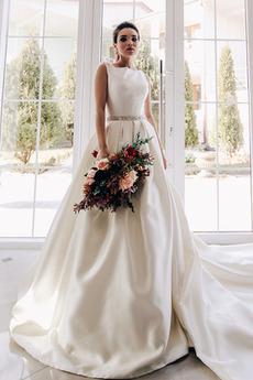Robe de mariée Epurée Salle A-ligne Col U Profond Traîne Royal Au Drapée