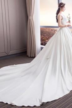 Robe de mariée A-ligne Formelle Eglise Traîne Royal Col Carré