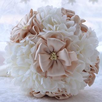 La société de mariage de mariage en plein air bouquet de mariage tenant les arrangements de mariage - Page 2