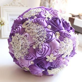 Décoration perle violet diamond wedding mariage photo mise en page créative tenant des fleurs - Page 1