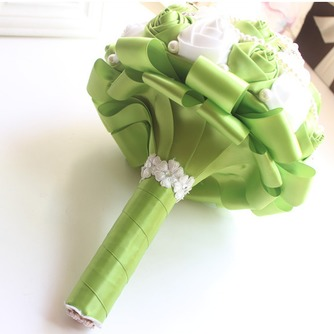 Nouvelle épouse de fruits frais à la main verte, tenant des fleurs - Page 2
