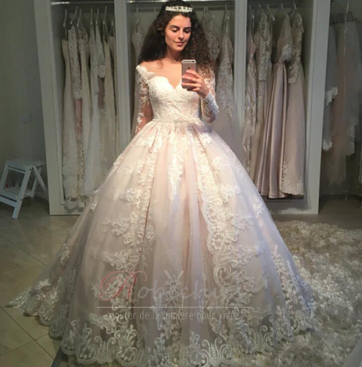 robechics.com lance une toute nouvelle gamme de 40 robes de mariée taille plus uniques